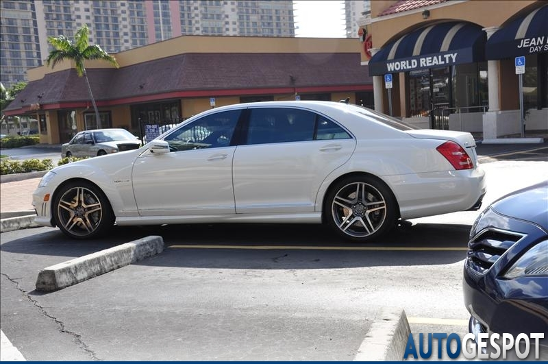 Mercedes benz s 63 amg w221 2010 8 february 2011 for Mercedes benz w221 price