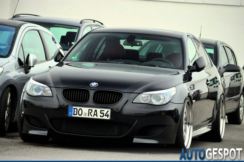 bmw m5 e60 2005 21 march 2011 autogespot. Black Bedroom Furniture Sets. Home Design Ideas