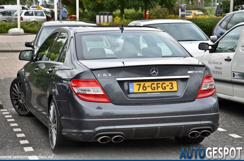 Mercedes benz c 63 amg w204 24 juli 2011 autogespot for Mercedes benz blue window tint