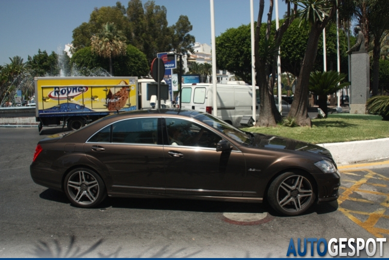Mercedes benz s 63 amg w221 2010 2 august 2011 autogespot for Mercedes benz w221 price