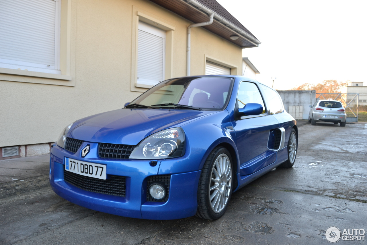 renault clio v6 phase ii 11 dcembre 2011 autogespot. Black Bedroom Furniture Sets. Home Design Ideas